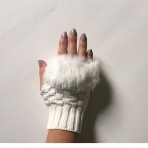 Accessories - White fur fingerless gloves